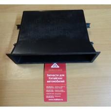 Рамка центральная панели приборной нижняя (черная)